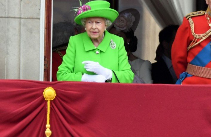 Queen set to go green for the Royal Wedding? Our punters think so!